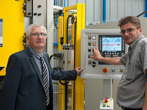 Bliss-Bret et Legrand unissent leurs forces pour construire des presses hydrauliques sur mesure.